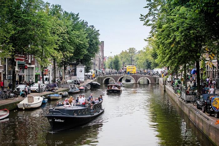colour-amsterdam-canal